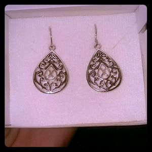 Crest and filigree earrings.